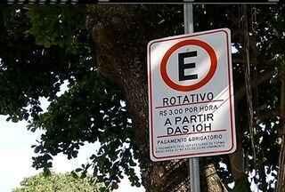 Justiça autoriza e cobrança do estacionamento rotativo volta a valer em Búzios, no RJ - Taxa estava suspensa desde junho.