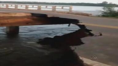 Ponte sobre o rio Jacuí, em Cachoeira do Sul, RS, está interditada - Por dia, 5 mil veículos passam pelo trecho, que é uma importante ligação da capital e o interior do estado.