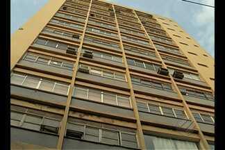 Mulher morre após cair em fosso de elevador - Vítima caiu de uma altura de mais de 15 metros.