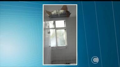 Teto do banheiro da maternidade Evangelina Rosa desaba - Teto do banheiro da maternidade Evangelina Rosa desaba
