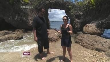 'Na Estrada': Nadia e Jimmy visitam ilhas da baía de Camamu - Dupla é recebida por moradora local com um verdadeiro banquete