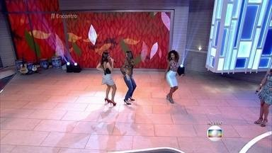 Erika Moura e Juliana Paiva dançam ao som de Babado Novo - Hit 'Descidinha' é a aposta do carnaval de Salvador e agita os convidados do programa