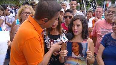Confira o depoimento de pessoas que procuram por parentes em Curitiba e no litoral - A Redação Móvel conversa com parentes que não perderam a esperança de encontrar desaparecidos.