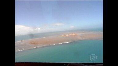 Manchas que apareceram no sul da BA podem ser lama de barragem em MG - Técnicos do Obama, ambientalistas, um oceanógrafo e um fotógrafo descobriram que as manchas brancas localizadas no mar na semana passada, se aproximaram muito de Abrolhos.