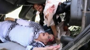 Confira os bastidores de gravação do acidente de Emília em Além do Tempo - Acidente envolvendo personagem de Ana Beatriz Nogueira também teve a participação de Rafael Cardoso e Alinne Moraes