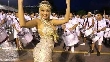 Ellen Rocche participa de ensaio da Rosas de Ouro - Atriz comemora nove anos à frente da bateria da escola de São Paulo no Carnaval 2016