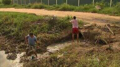 Defesa Civil volta a limpar canais e rios para evitar alagamentos durante a chuva - Fortaleza teve mais de 20 pontos de alagamentos com as chuvas no fim de semana.