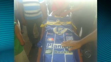 Corpo do ex-atacante do Boca Jr é velado e enterrado na cidade de Arauá - Corpo do ex-atacante do Boca Jr é velado e enterrado na cidade de Arauá