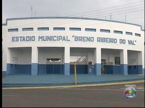 Prefeituras tentam regularizar situação de estádios - Situação ocorre em Presidente Prudente e Osvaldo Cruz.