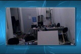 Dez homens armados explodem caixas eletrônicos em Ninheira, MG - Segundo a PM, não há informações sobre quantia levada. Criminosos fugiram sentido a Berizal e ainda não foram presos.