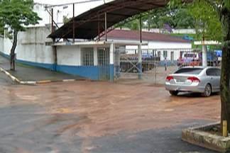 Comerciantes de Poá prejudicados pela chuva participaram de reunião com prefeito - Alguns donos de comércios alegam que tiveram de fechar as portas.