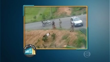 PM investiga abuso em abordagem no Sul de Minas - Vídeo mostra homens rolando em barranco