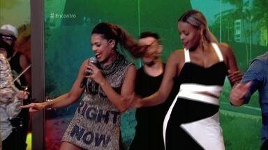 Tays Reis ensina coreografia do hit 'Paredão Metralhadora' - Convidados e plateia aprendem a dança da Banda Vingadora, que está conquistando o Brasil