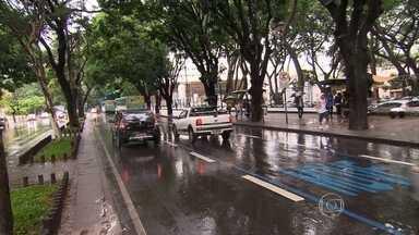 Detran registrou mas de 1 milhão de infrações de trânsito em Belo Horizonte em 2015 - Entre as infrações mais comuns na capital, a mais grave é a por avanço de sinal, punida com sete pontos na carteira e multa de R$ 191,54. Outras infrações bastante registradas está o uso de pista exclusiva para o Move.