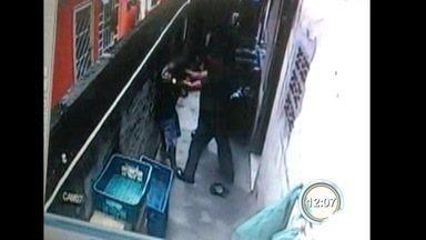 Dois PMs são afastados após agressão em São José - Adolescente foi agredido durante operação.