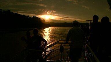 Passeio de Catamarã também é oferecido na Argentina - O passeio no país vizinho navega pelos rios Iguaçu e Paraná.