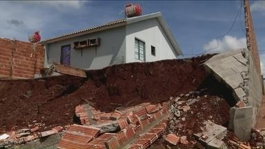 Rolândia está em estado de calamidade - Dos 63 mil habitantes, 36.240 foram afetados pela chuva. São 9.010 casas danificadas e 36 destruídas. Mil pessoas ficaram desalojadas.