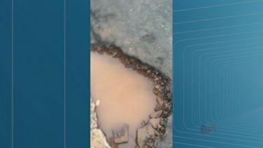 Moradores reclamam de buracos na Vila Virgínia em Ribeirão Preto - Problemas são apontados no asfalto da Rua Vital Brasil. Secretaria de Infraestrutura informou que uma equipe realizará o conserto nesta sexta-feira (15).