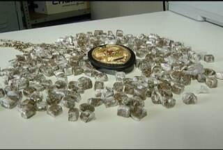 Em MOC, homem é preso com drogas e peças que teriam sido roubadas de um caminhão na BR-251 - A Polícia encontrou cerca de 275 buchas de maconha.