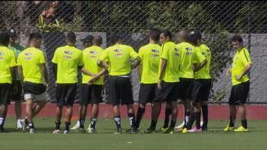 Coritiba treina pesado em Foz do Iguaçu para o Campeonato Paranaense - Trabalhos são concentrados na parte física, mas técnico Gilson Kleina começa a trabalhar com bola