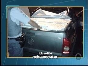 Cerca de 15 mil maços de cigarros são apreendidos em Indiana - Produtos estavam em um carro, que foi abandonado pelo motorista.