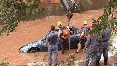 Chuva volta a castigar o Brasil - No interior de São Paulo, o temporal destruiu estradas, alagou ruas e provocou a morte de uma pessoa. No Mato Grosso do Sul, o governo já estuda adiar o início das aulas.