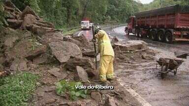 Padre Manoel da Nóbrega tem outro deslizamento - O deslizamento foi no km 383, por volta das 19h.