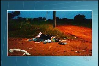 Moradores de Uberlândia reclamam da falta de coleta de lixo - População do Bairro Morada Nova disse que caminhão da coleta não está passando no local. Prefeitura informou que serviço é feito três vezes por semana, mas chuva atrapalha a passagem do caminhão.