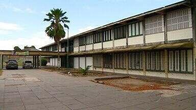Clima é tenso após assalto em escola em Aracaju - Clima é tenso após assalto em escola em Aracaju.