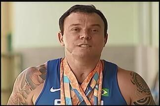 Atletas e técnico do Triângulo Mineiro são convocados para Seleção Brasileira de Atletismo - Eles se juntam a Seleção Brasileira neste sábado em São Caetano do Sul. Atletas contam sobre rotina e expectativas para 2016.