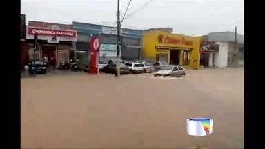 Água da chuva toma conta das ruas de Bragança Paulista - Imagens foram enviadas pelo aplicativo Vanguarda Repórter.