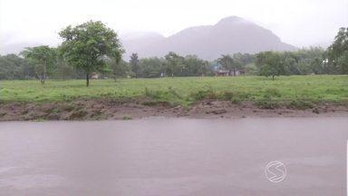 Defesa Civil de Angra dos Reis, RJ, continua monitorando área de riscos - Por causa da chuva, rios Perequê e Mambucaba têm apresentado nível mais alto do que o normal.