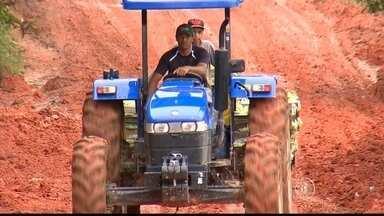 Chuvas preocupam produtores rurais de Piedade - A chuva dos últimos dias complicou a vida dos produtores rurais de Piedade (SP). Quase não dá pra passar pelas estradas que viraram um lamaçal.