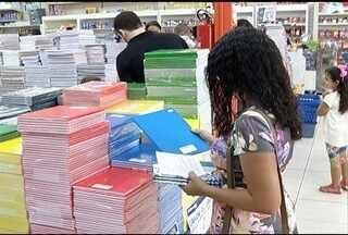 Consumidores adotam medidas para gastar menos na hora de comprar materiais escolares - Alguns deixam os filhos em casa para que eles não influenciem nas compras.