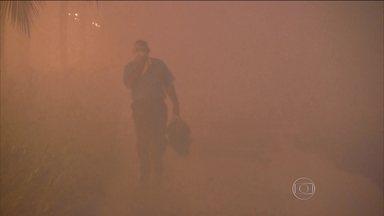 Mais de 140 moradores buscaram atendimento após fumaça no Guarujá - O incêndio começou no contêiner que tinha dicloroisocianurato de sódio e se alastrou rapidamente atingindo de 25 a 30 contêineres.