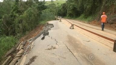 Prejuízos das chuvas em Guapiara somam R$ 3 milhões, diz prefeitura - Em Guapiara (SP) ainda há muito trabalho a ser feito para limpeza e reconstrução dos locais que foram atingidos pela chuva. A prefeitura divulgou balanço dos estragos e deve pedir ajuda aos governos estadual e federal. Os prejuízos passam de R$ 3 milhões.