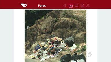 Área com lixo acumulado é flagrada em Bento Ferreira, ES - O lixo exposto pode contribuir para a proliferação do mosquito da dengue.