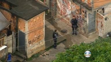 Suspeito morre em tiroteio entre policiais e bandidos no Jacarezinho - Suspeito morre em tiroteio entre policiais e bandidos no Jacarezinho.