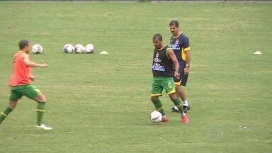 Lateral Júlio César espera renovar contrato com o Vasco o mais rápido possível - Jogador tem vinculo com o clube até maio de 2016