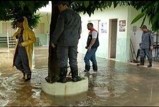 Atendimento em posto de saúde é cancelado após alagamento em Montes Claros - Defesa Civil monitora 17 áreas de risco na cidade.