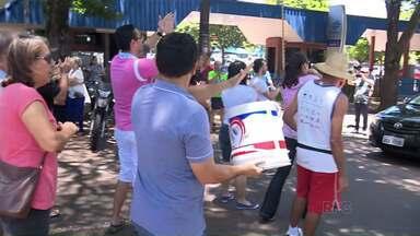 Moradores de Maringá protestam em frente a Sanepar - Sem água há uma semana, moradores reclamam que as promessas da empresa não estão sendo cumpridas