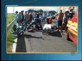 Motociclista morre em acidente na Av. Joaquim Constantino - Duas motocicletas colidiram neste domingo (17), em Pres. Prudente.