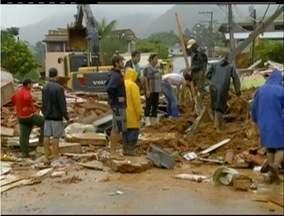 Chuvas deixam três pessoas desabrigadas e causa prejuízos na zona rural de Nova Friburgo - Atingidos foram abrigados em uma escola municipal.