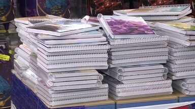 Pais devem ficar de olho nos preços do material escolar - Segundo o Procon, alguns produtos tiveram uma diferença de 1400% de uma papelaria para outra. Um dicionário, por exemplo, custa R$ 3,50 numa loja e R$ 54,80 numa outra.