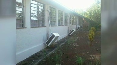 Vândalos detonam colégio estadual em Itaipulândia - Eles jogaram tinta em janelas, carteiras e aparelhos de tv.