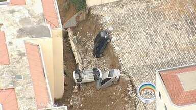Moradores de prédio não puderam voltar para casa em Cachoeira Paulista - Eles moram em condomínio que foi atingido por desmoronamento.