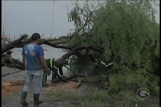 Ontem choveu forte em Petrolina - E mais uma vez a água causou transtornos na cidade