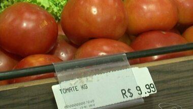 Preço do tomate quase dobra em uma semana no Sul do ES - O consumidor está assustado com os valores.