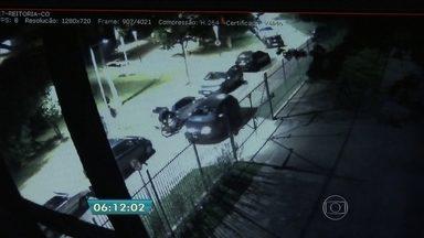 Polícia prende suspeito de matar médico na USP - Marcos Vinícius Pontes, de 19 anos, foi abordado durante um patrulhamento de rotina e teria confessado o crime. O suspeito teria participado da morte do médico Benício Leão Filho, na saída de uma festa na USP, no dia 4 de dezembro.