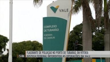 Justiça Federal interdita operações da mineradora Vale no porto de Tubarão (ES) - Imagens feitas pela Polícia Federal mostram a poluição provocada por um pó preto lançado no ar e no mar.
